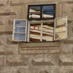 Окно в центре г. Чешский Крумлов - экскурсии AndyGo