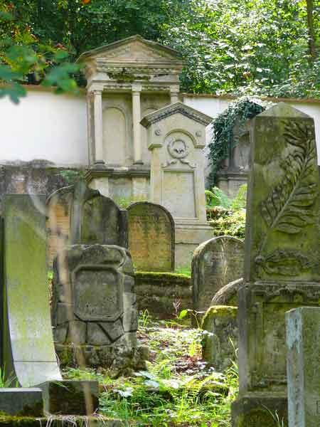 Уштек: еврейское кладбище - экскурсии AndyGo по Чехии
