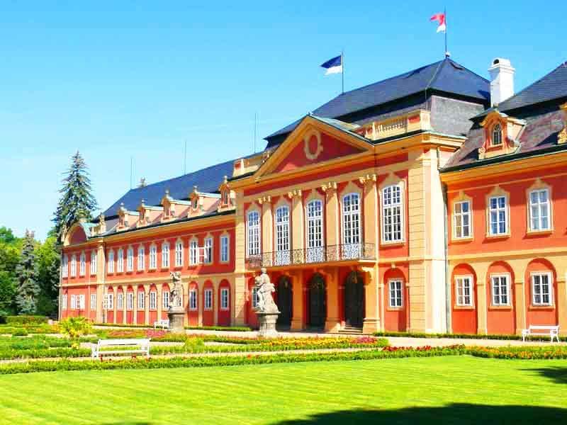 Замок Добржишь и замковый парк - экскурсия AndyGo