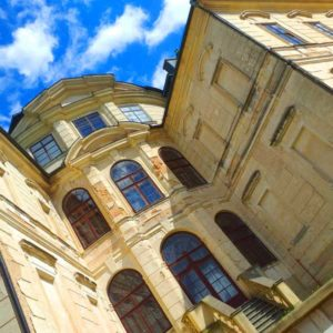 Замок Карлова Коруна - экскурсия AndyGo по Чехии